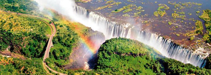 Regenbogen über den Victoria Fällen in Sambia