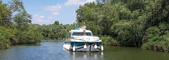 Nicols Hausboote Tisza Fluss Ungarn