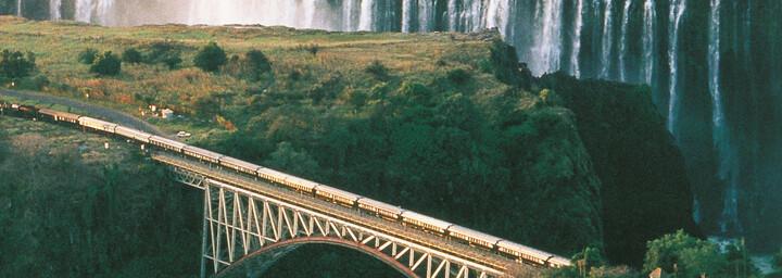 Rovos Rail auf einer Brücke an den Viktoriafällen