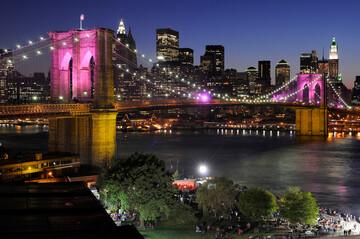 Brooklyn Bridge & Manhattan bei Nacht
