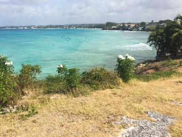 Barbados Reisebericht - Surfer in Freight's Bay
