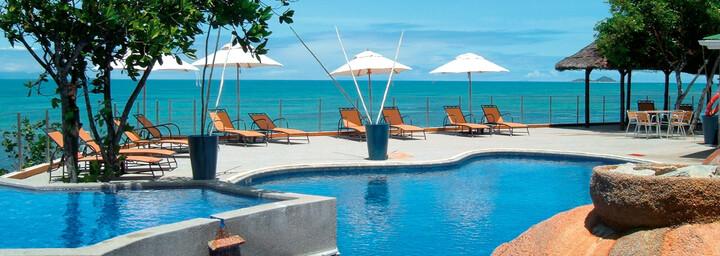 Coco de Mer Poolbereich mit Blick auf das Meer