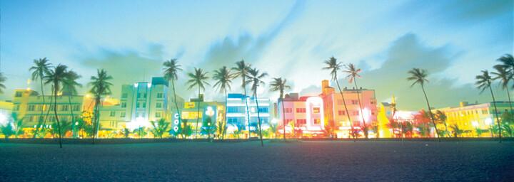 Ocean Drive Miami beleuchtet
