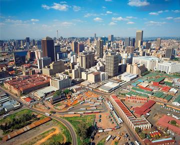 Blick auf die südafrikanische Stadt Johannesburg