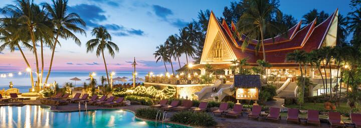 Pool Santhiya Tree Koh Chang Resort am Abend