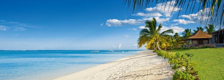 Strand am LUX* Le Morne auf Mauritius