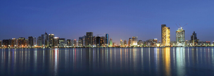 Skyline und Meer vor Abu Dhabi