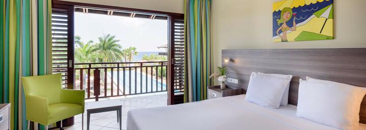 LionsDive Beach Resort Schlafzimmer des Apartments