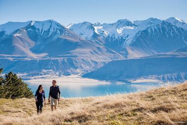 Mount Cook mit zwei Wanderern