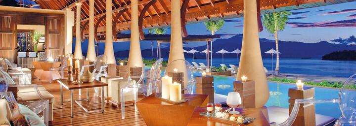 Poolbar & Lounge des Gaya Island Resort