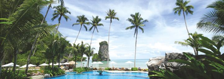 Pool und Bucht des Centara Grand Beach Resort & Villas in Krabi