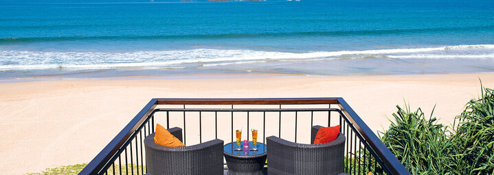 Bar mit Meerblick im Avani Bentota Resort & Spa