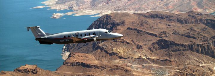 Kleinflugzeug in der Luft ATI Air Tours