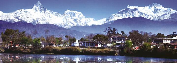 Fewa See und Bergkulisse in Pokhara
