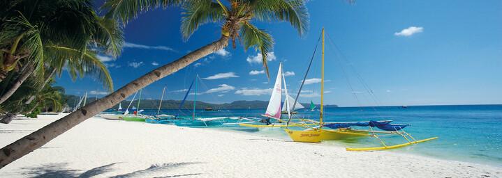 Boote am Strand von Boracay