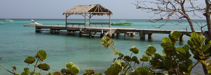 Tobago Strand und Steg