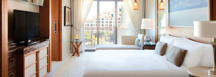 The St. Regis Saadiyat Island Resort Superior Zimmer