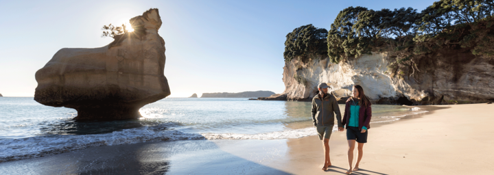 Paar an der Cathedral Cove