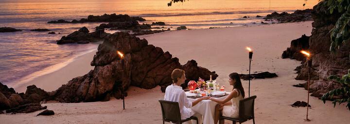 Dinner am Strand des GLOW Elixir Koh Yao Yai