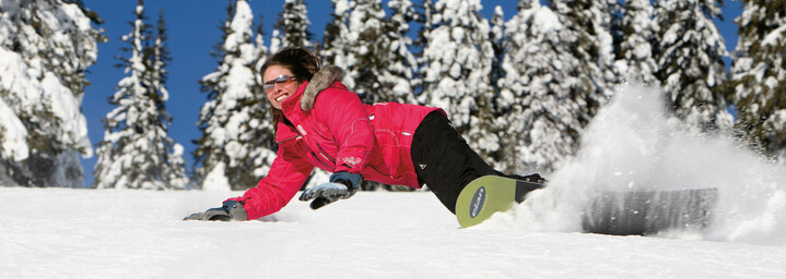 Snowboarder im Skigebiet Sun Peaks