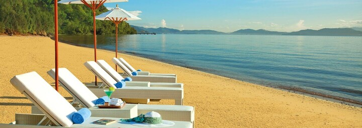 Strand des Gaya Island Resort