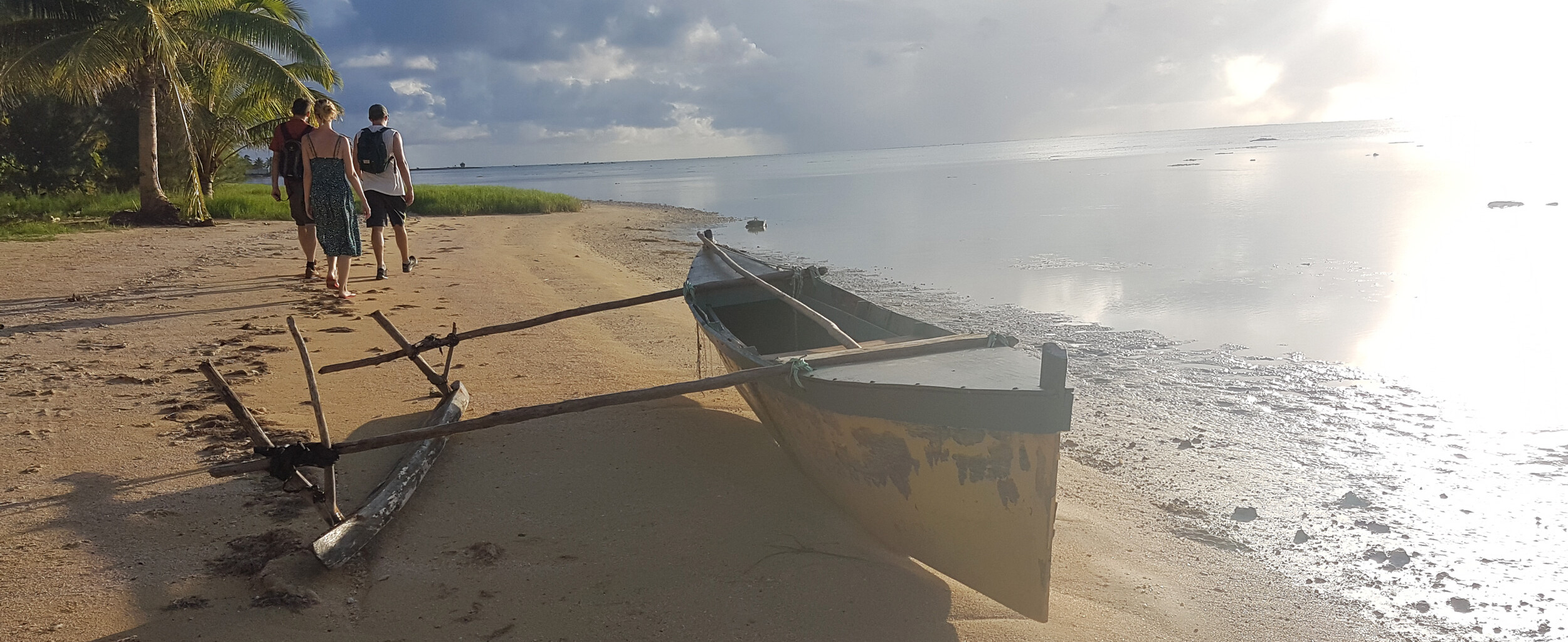 Cook Inseln Reisebericht - Traditionelles Boot am Strand