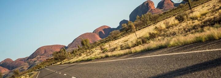 Straße zum Uluru im Roten Zetrum