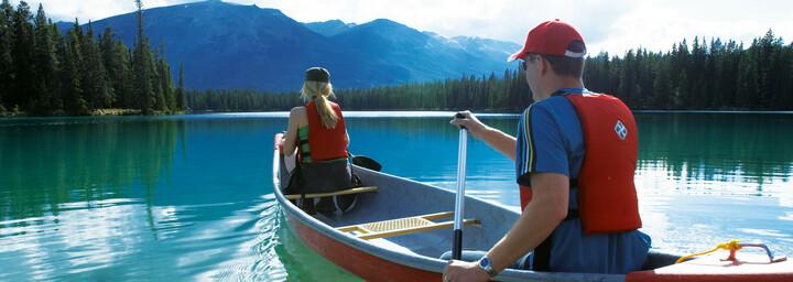 Kanufahrer auf dem Lake Beauvert, Jasper Nationalpark